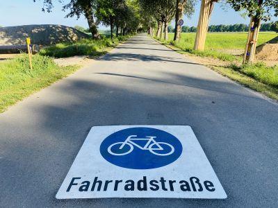 Pressefoto: Die neue Fahrradstraße in der Mollbeck lädt zum Radfahren ein. Oberstes Gebot ist dabei laut Straßenverkehrsordnung die gegenseitige Rücksichtnahme aller VerkehrsteilnehmerInnen.