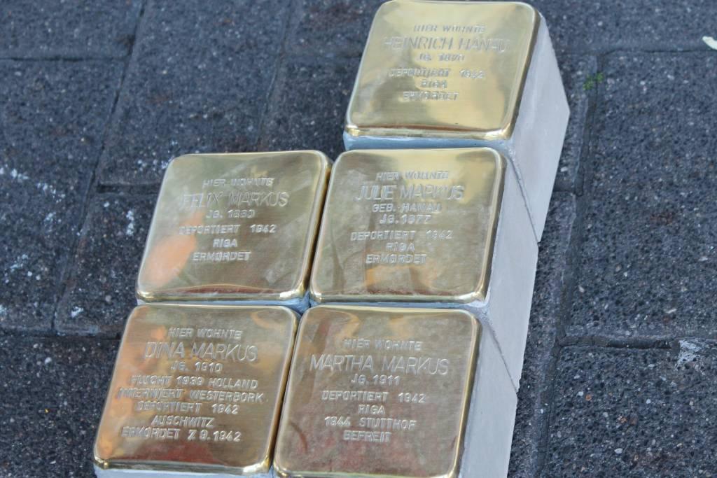 Opfer der NS-Verfolgung: Stolpersteine auf der Bochumer Straße 111 erinnern an die Familie Markus
