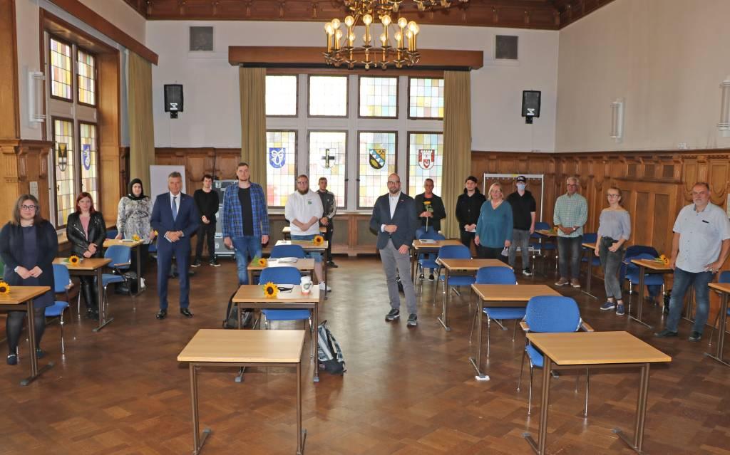 Bürgermeister Christoph Tesche, VHS-Chef Dr. Ansgar Kortenjann und Studienleiterin Anne Becker übergaben im Rahmen einer kleinen Feierstunde die Zeugnisse an die erfolgreichen Absolventen.