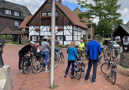 Pressefoto: Schon beim ersten Aktionstag haben sich viele RadlerInnen der geführten Tour des ADFC angeschlossen. Foto: Stadt RE