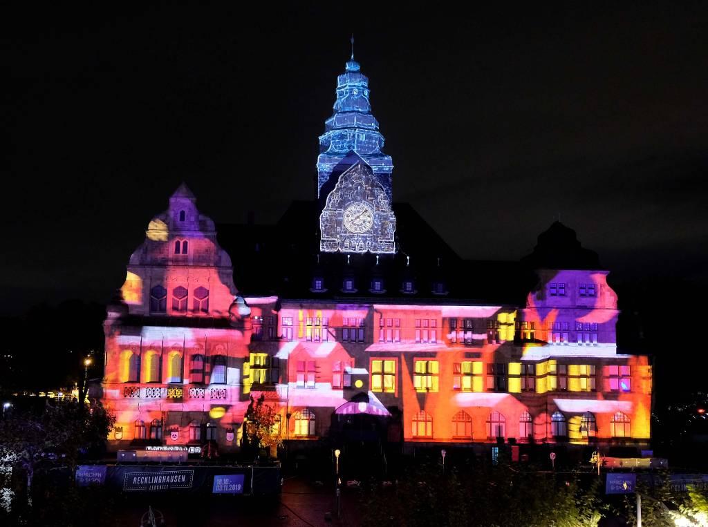 """Falls """"Recklinghausen leuchtet"""" stattfinden kann, soll die Rathausshow mehrfach täglich gezeigt werden."""