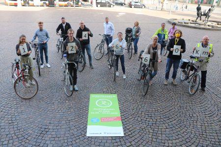 Pressefoto: Einige RadlerInnen präsentierten am Donnerstag, 17. September, die bisher zurückgelegten Kilometer