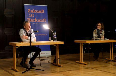 Foto: Hilmar Klute und Moderatorin Antje Deistler bei der Eröffnung der Literaturtage Recklinghausen.