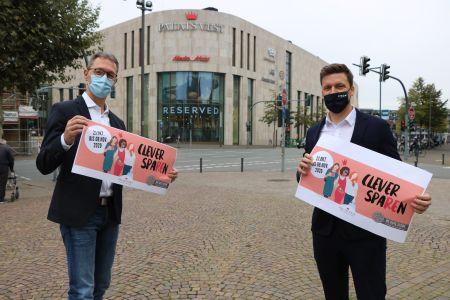 Pressefoto: Stellten die Coupton-Hefte vor: Quartiersmanager Jochen Sandkühler und Felix Veltel, Centermanager des Palais Vest.