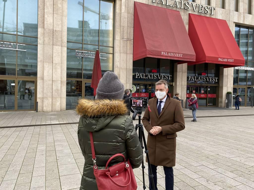 In einer Video-Botschaft hat Bürgermeister Christoph Tesche für den digitalen Adventskalender geworben. Foto: Stadt RE