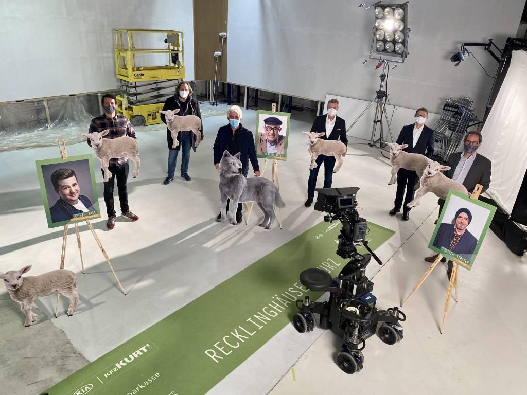 Das Programm für die Hurz-Verleihung präsentierten im TV-Studio der Urbanfilm GmbH Marius Ebel, Christoph Urban, Ensar Kurt (KfZ Kurt), Christoph Tesche, Dr. Michael Schulte (Sparkasse Vest RE) und Lars Tottmann (v.l.). Foto: Stadt Recklinghausen