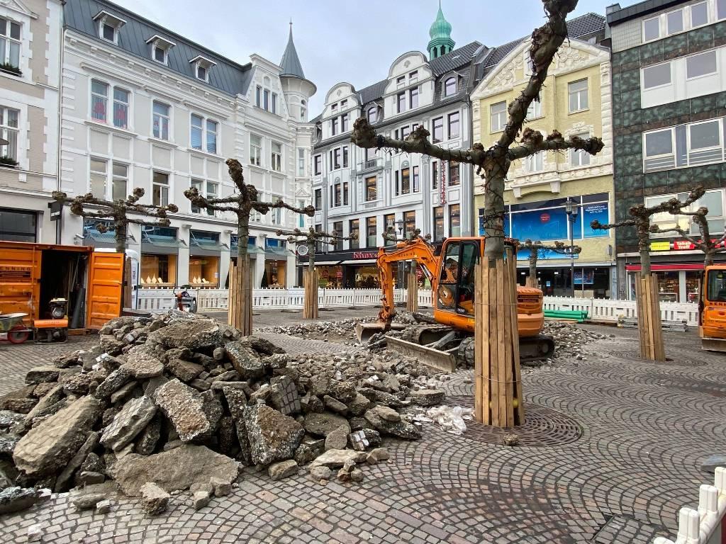 Auf dem Altstadtmarkt sind die Bauarbeiten für das Fontänenfeld gestartet