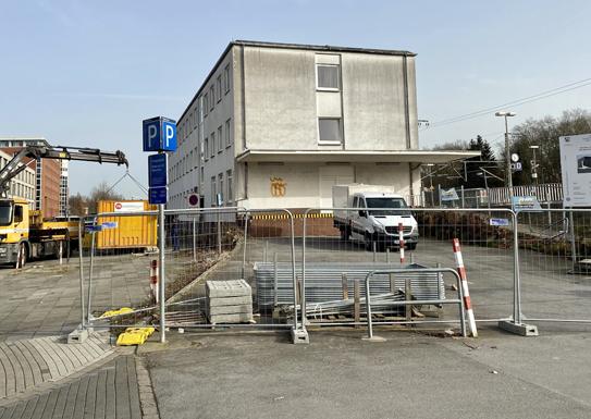 Am Montag, 22. Februar, hat die Einrichtung der Baustelle für die neue Radstation direkt neben dem Hauptbahnhof begonnen. Foto: Stadt RE
