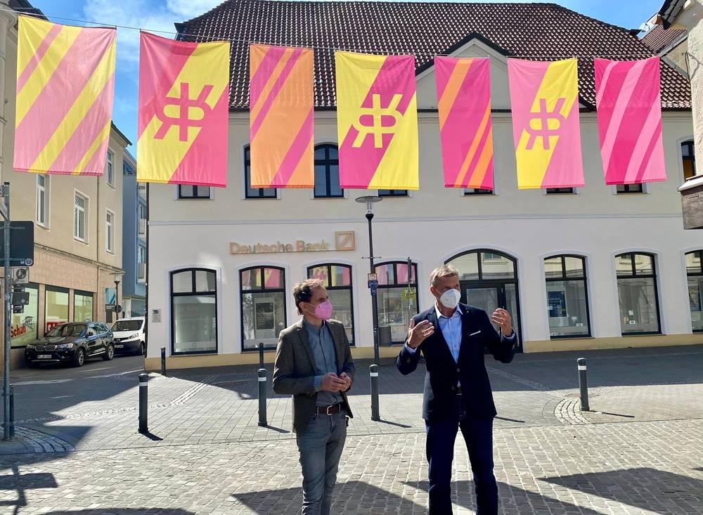 Bürgermeister Christoph Tesche (r.) und Olaf Kröck, Intendant der Ruhrfestspiele. Foto: Stadt RE