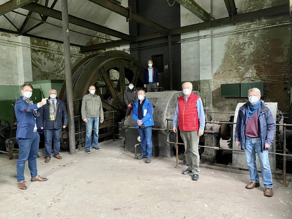 Im Fördermaschinenhaus von Schacht 7 stellten Stadt, Verein für Orts- und Heimatkunde und der Geschichtskreis General Blumenthal das Projekt zur Dokumentierung von Bergbauzeugnissen vor. Foto: Stadt RE
