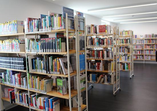 Bücherregale in der Stadtbücherei Süd