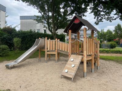 Pressefoto: Der Spielplatz an der Heinrich-Imig-Straße in Recklinghausen Ost präsentiert sich in neuem Gewand. Besonders Kleinkinder kommen hier auf ihre Kosten. Foto: Stadt RE