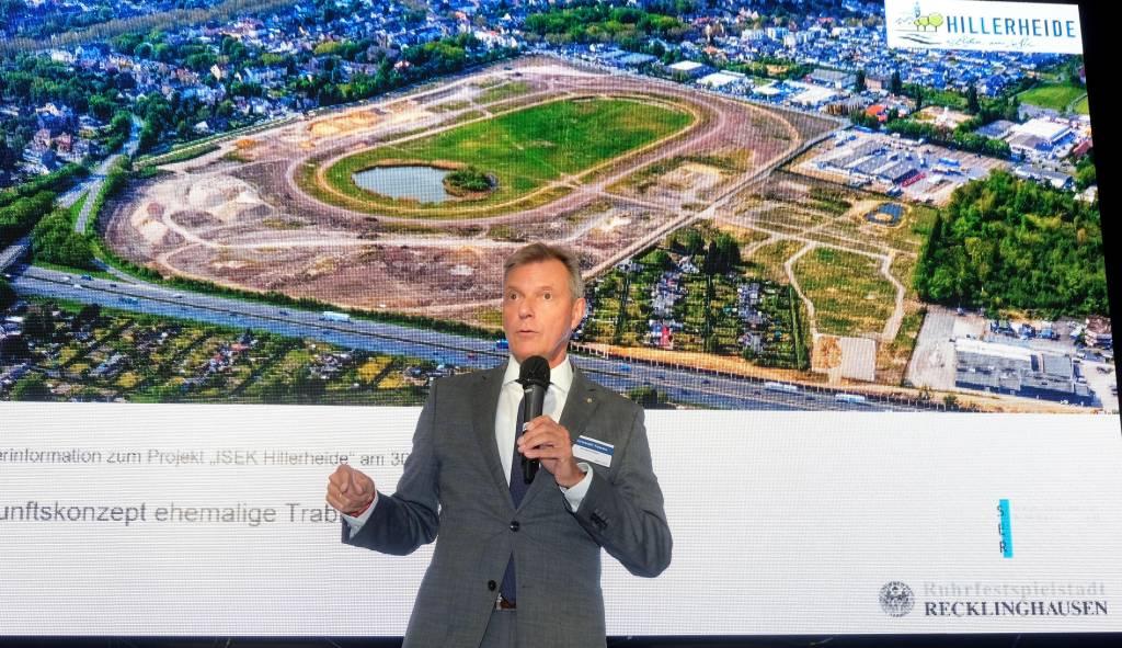 Bürgermeister Christoph Tesche spricht