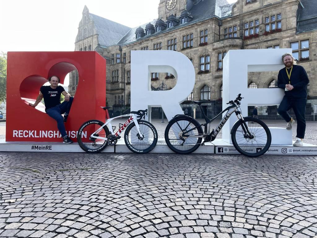 Fahrräder vor dem Rathaus Recklinghausen.