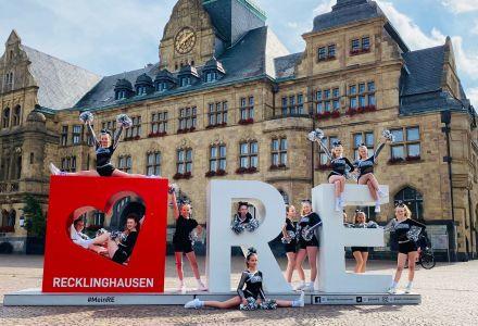 Die Cheerleader von Citybasket Recklinghausen treten auf dem Rathausplatz auf, wenn dort der Jubiläumstruck des Landes NRW am Samstag Station macht. Foto: Privat