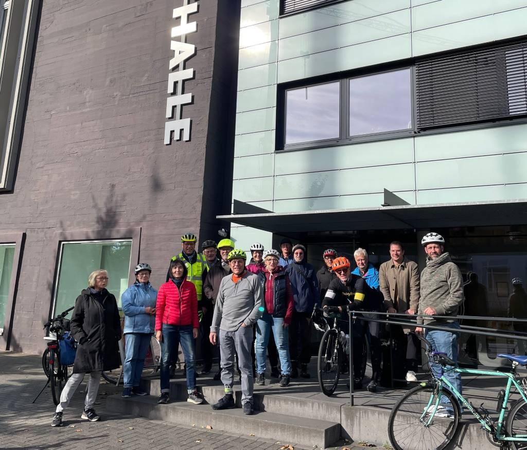 Das Team der Kunsthalle Recklinghausen, der ADFC und kunstbegeisterte Menschen unternahmen eine künstlerische Radtour durch Recklinghausen