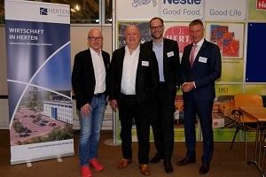 Bürgermeister Fred Toplak, Geschäftsführer Hubert Stücke, Prof. Dr. Bernd Kriegesmann und Bürgermeister Christoph Tesche begrüßten die Gäste beim Unternehmenstreffen bei der Herta GmbH.