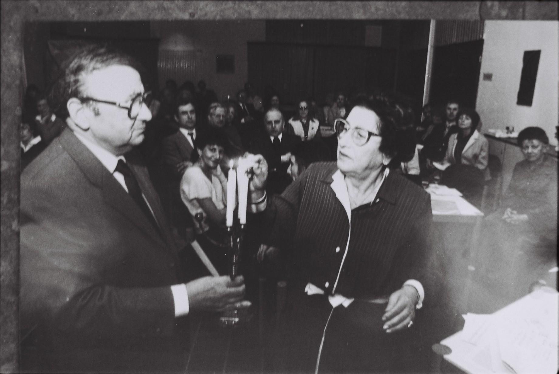 Rolf Abrahmssohn und Martha de Vries bei der Chanukkafeier der Jüdischen Gemeinde mit der Christlich-Jüdischen Gesellschaft im Petrushaus