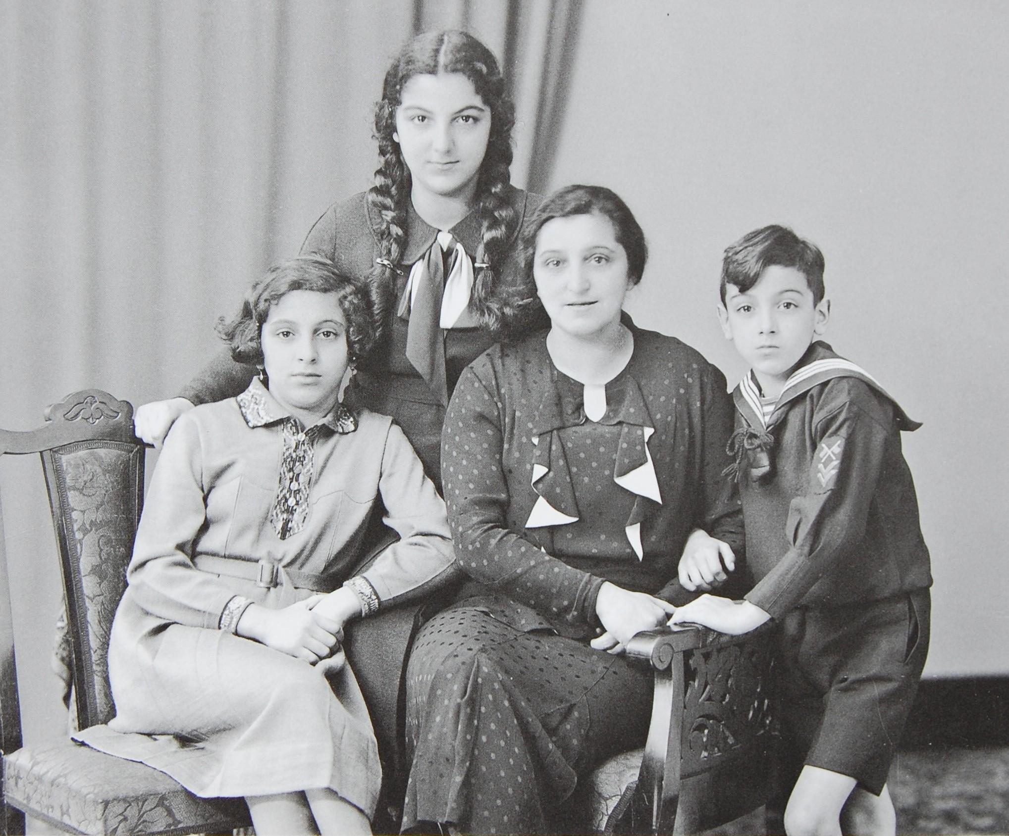 Irma, Ida, Herta und Alfred Salomons (v.l.n.r), Mitte der 1930er Jahre (Foto: Weberskirch/Kordes)