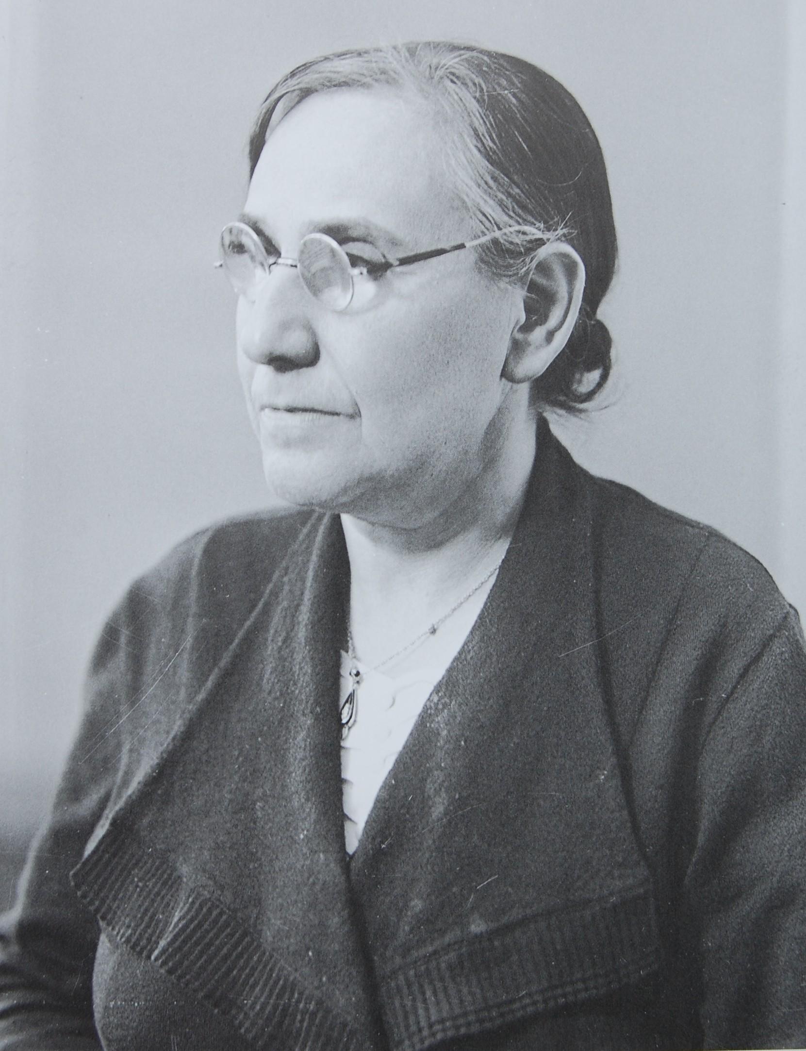 Ella - genannt Elfriede - Sternberg. Foto Weberskirch, Kordes