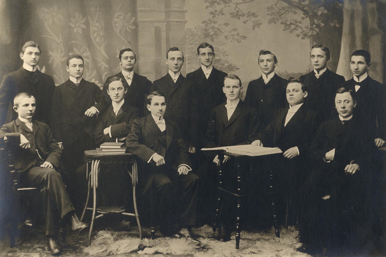 Erich Cosmann, Abiturienta 1903, hinten, 5. von links