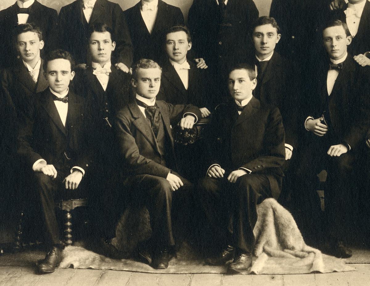Fritz Cosmann, Abiturienta 1900, vorne rechts