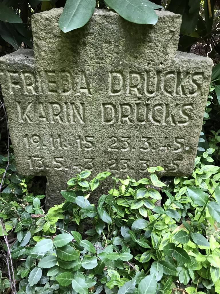Grabstein Frieda und Karin Drücks. Bildrechte Georg Möllers