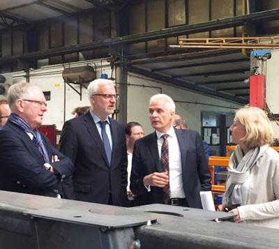 V.l.n.r.: Landrat Kay Süberkrüb, MdL Garrelt Duin, Dr. Klaus Strautmann und Bürgermeisterin Nicole Moenikes
