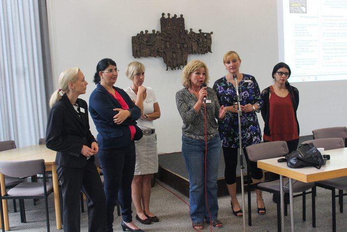 Diverse Vortragende während des integrativen Frauenfrühstücks