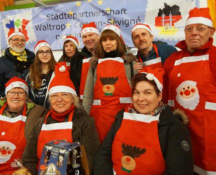 Auf dem Bild: Die Waltroper Weihnachtsmarktcrew in Cesson. Foto: privat.