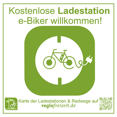 Auf dem Bild: Kennzeichnungs-Aufkleber für kostenlose E-Bike-Ladestationen