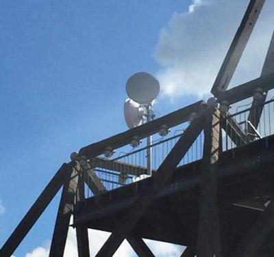 Abgebildet ist der Spurwerkturm mit der Richtfunkantenne im Test