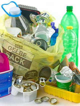 Auf dem Bild: Gelber Sack mit Müll. Foto: nik, fotolia.com