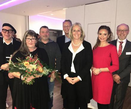 Auf dem Bild: Gäste und Redner des 14. Waltroper Wirtschaftsempfangs mit Bürgermeisterin Nicole Moenikes und Wirtschaftsförderer Burkhard Tiessen; Foto: Stadt Waltrop.