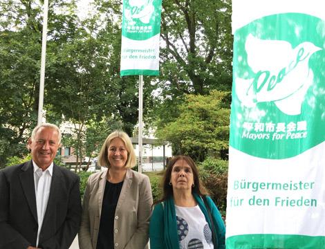 Auf dem Bild: Horst Michael (Ratsmitglied CDU), Nicole Moenikes (Bürgermeisterin), Ingrid Täger (Ratsmitglied der Grünen). Foto: Stadt Waltrop