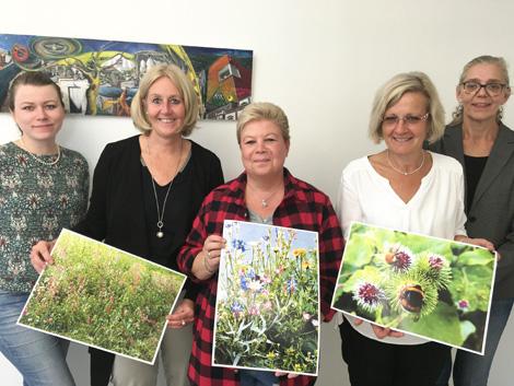 Auf dem Bild(v.l.n.r.): Monya Buß (Jury), Nicole Moenikes (Jury), Diana Deskowski (Gewinnerin), Bettina Reers (Gewinnerin) und Michaela Heßelmann (Jury).