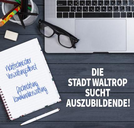 Auf dem Bild: Arbeitsplatz. Schrift im Bild: Ausbildung bei der Stadt Waltrop, Nichttechnischer Verwaltungsdienst, Fachrichtung Kommunalverwaltung (m/w/d).
