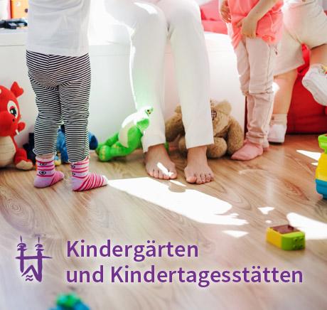 Auf dem Bild: Kindergarten. Schrift im Bild: Kindergärten und Kindertagesstätten.