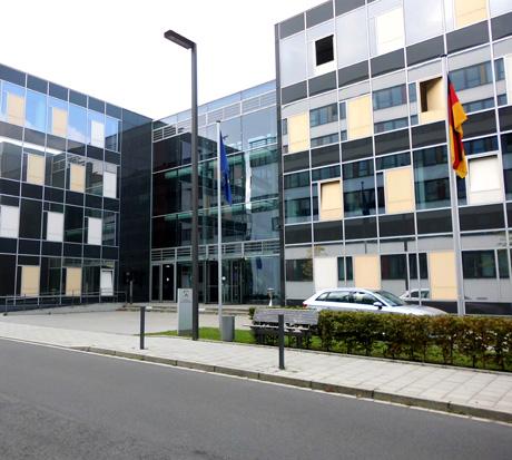 Auf dem Bild: Ministerium für Schule und Bildung des Landes Nordrhein-Westfalen. Fotoquelle: Wikimedia, Creative Commons License (CC BY-SA 2.0).
