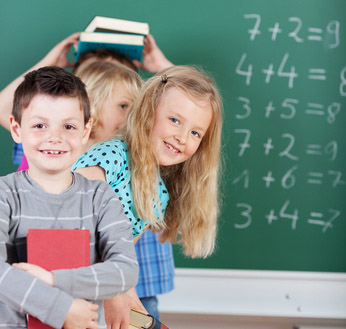 Auf dem Bild: Kinder in der Schule (foto: contrastwerkstatt, fotolia.com)