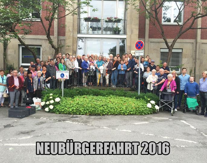 Auf dem Bild: Die Teilnehmer der Neubürgerfahrt mit Bürgermeisterin Nicole Moenikes (Mitte); Foto: Privat